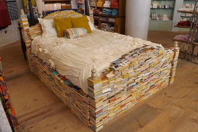 textzicke das blog archiv in b chern schlafen ein. Black Bedroom Furniture Sets. Home Design Ideas